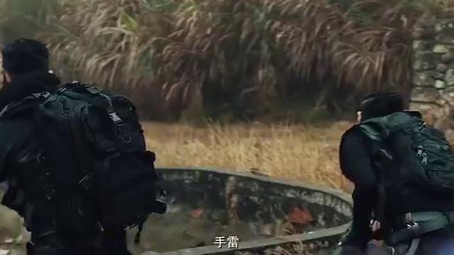 丛林敢死队:三人暴露行踪,敌人发起攻击,女子中枪