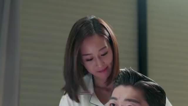 总裁一回家,就抱着灰姑娘秀恩爱,真是甜甜蜜蜜啊