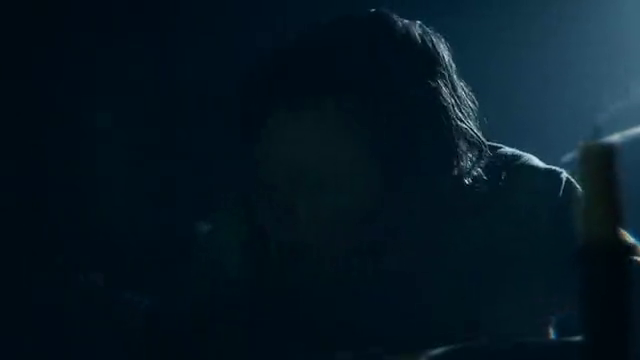 林肯正在写日记,看到吸血鬼潜入,咬了林肯妈妈