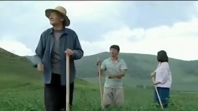 暖春:天降大雨,小花独自替香草收了一筐豆角,香草终于被感动