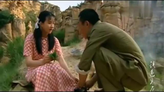 铁色高原:男子为女大学生挑脚泡,却找不到针,女子拿出了一物!
