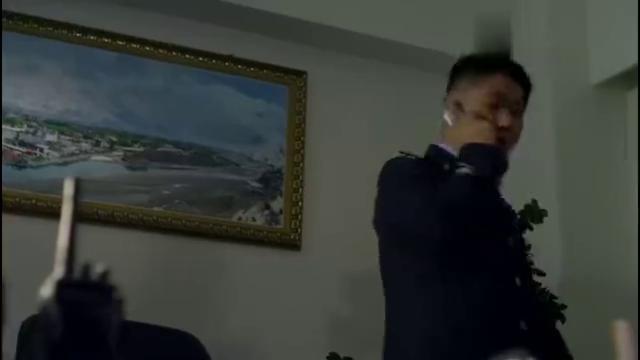 雪域雄鹰:独臂绑架荣教授,迫使袁野的抓捕行动终止,好阴险