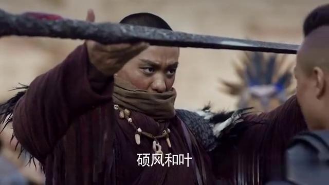 赫兰铁辕举起铁王剑,并许诺朔风和叶,称王时要与他同享荣光