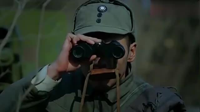鬼子正在吃饭一颗炮弹飞到锅里,鬼子遭殃了,八路军准头高