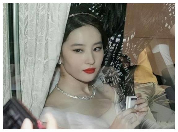 """视觉中国""""照妖镜""""来了!刘亦菲失去P图待遇后,颜值认真的吗?"""