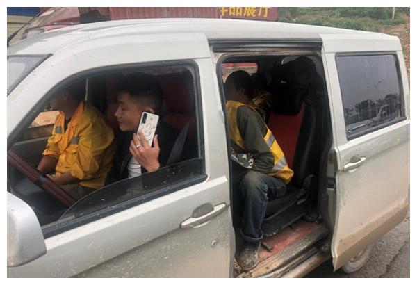 怀化交警查获一起面包车超员交通违法行为 面包车 违法 怀化
