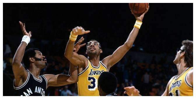 NBA历史上,有球员常规赛得分+季后赛得分破40000分吗?