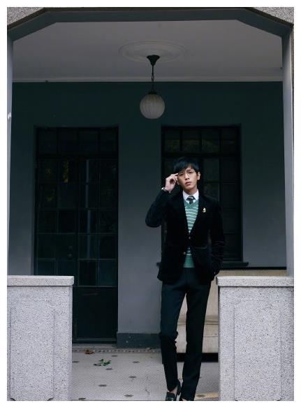 张若昀身高181腰围只有62,吃老婆月子餐发福的他现在减成了A4腰