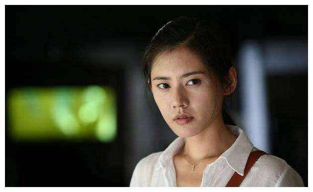 秋瓷炫被韩国主持人追问,于晓光晚上回不回家?她五字回答太圈粉