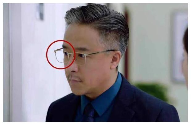 影视剧穿帮盘点:大叔戴眼镜框,刘英头发散得太快