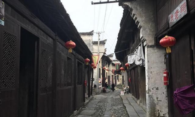 泾县沉睡千年的赤滩古镇,完好地保存着明清一条街古建筑群