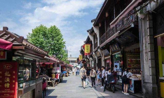 杭州哪里的美食好吃?来杭州别去河坊街了,要记得来这个地方