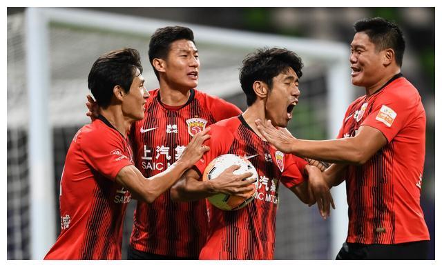 上海上港与多名球员完成续约,包括两位老将蔡慧康和吕文君