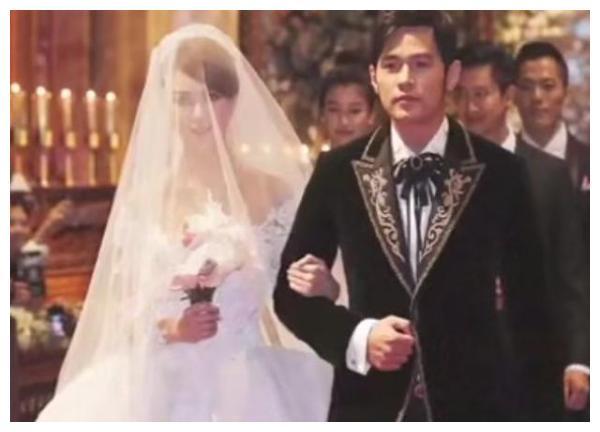 昆凌自曝21岁嫁给周杰伦时有点恐惧,称希望自己是个好妈妈