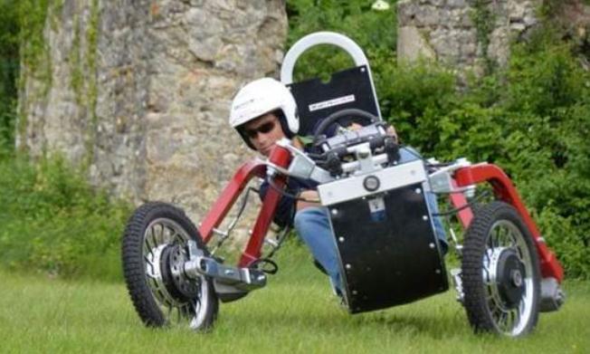小伙自制越野车,没有车轮却能全地形通吃,横着开的一刻太惊艳了