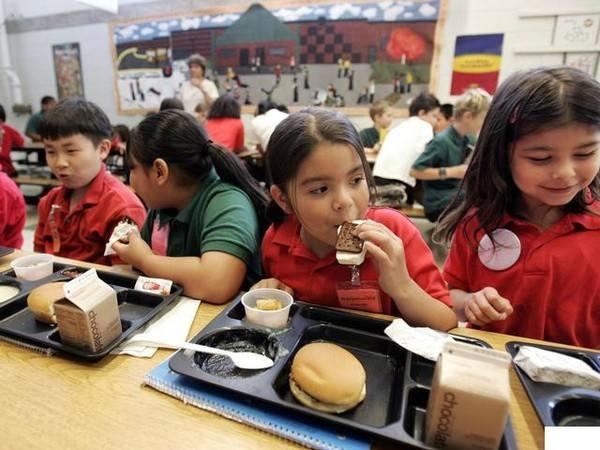 美国教育何以傲视全球?法律保护学生午餐,违反营养要求就受惩罚