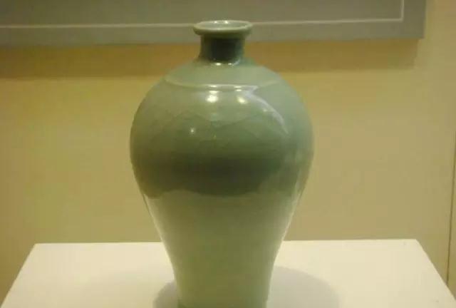 龙泉窑青瓷瓶欣赏