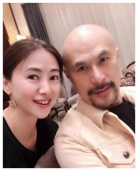 51岁翁虹和58岁徐锦江再聚首,老友见面回忆满满,经典作难以忘怀