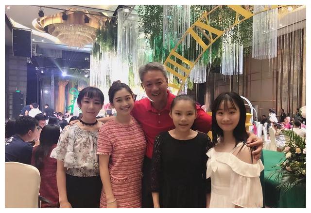 """体操冠军商春松,23岁仍是""""娃娃身"""",帮残疾哥哥买房找老婆"""