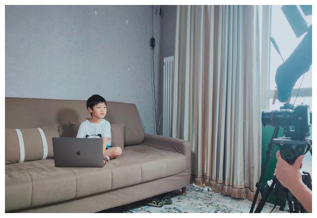 喜聚星旗下签约人气儿童演员孙锐轩受邀参与西瓜编程广告拍摄
