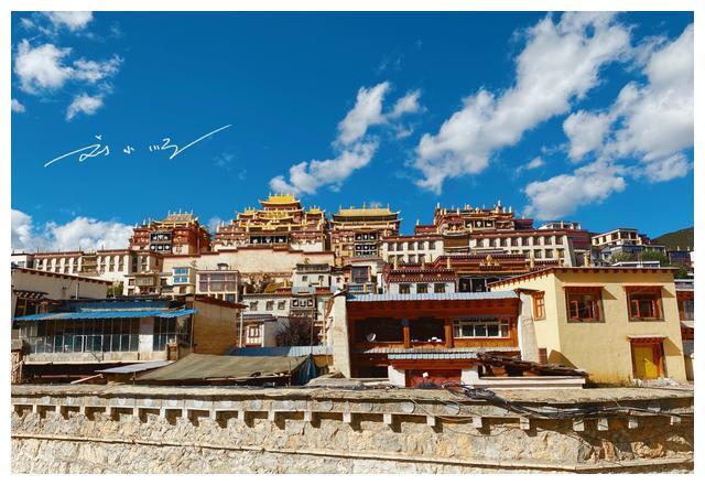 """云南最大的藏传佛教寺庙,就在香格里拉,又被誉为""""小布达拉宫"""""""