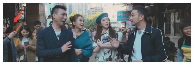 康辉菜市场买菜也砍价,朱迅李思思比美,被群众包围人气高