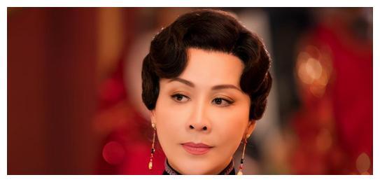 新《半生缘》开播,52岁刘嘉玲被嘲不像顾曼璐,追了1集找到原因