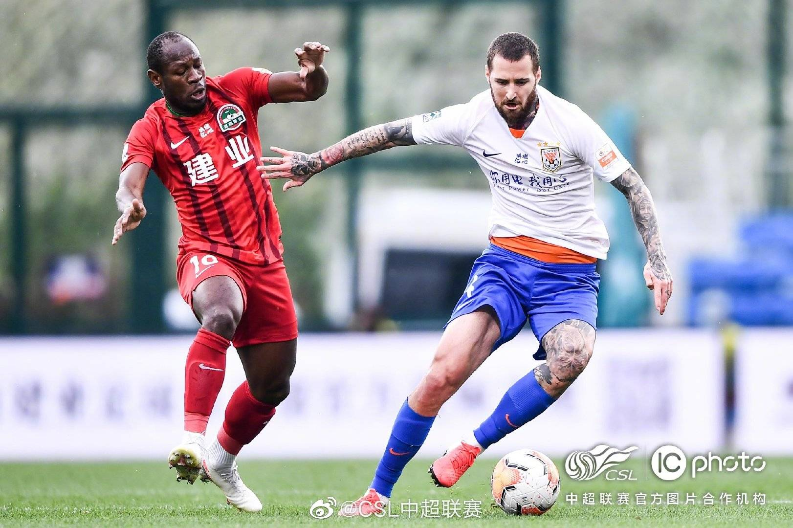 中超联赛第13轮河南建业0:2山东鲁能,格德斯与佩莱各进一球