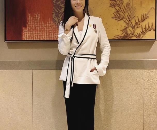 廖碧儿身材比例真是女人中的极品,就算穿上简单的衣服,也很撩