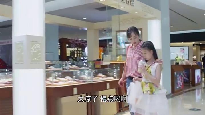 吴毅说出差,不料梅花在商场碰到姜教授,谎言被拆穿了!