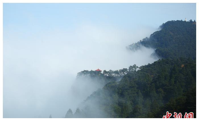 江西庐山:云海弥漫秋色迷人
