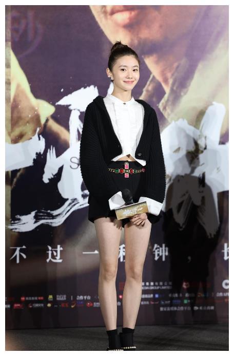 20岁谋女郎刘浩存等张艺谋3年,哭戏1秒落泪,被视为周冬雨接班人
