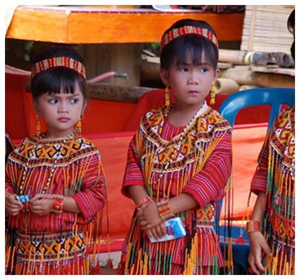 印尼奇异的葬礼习俗,亲属将遗体留家中同吃住,中国人:无法接受