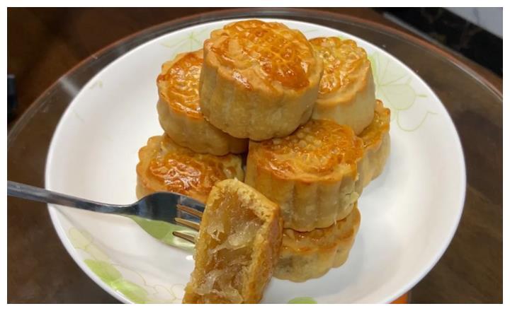 8月教你做冬蓉月饼,做法简单,外酥里软零添加,家人都爱吃