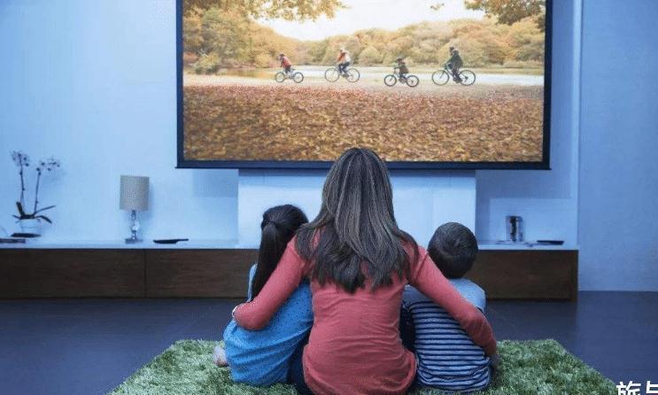 如果孩子在学前没养成好习惯,迷恋电视,那么家长就必须干预