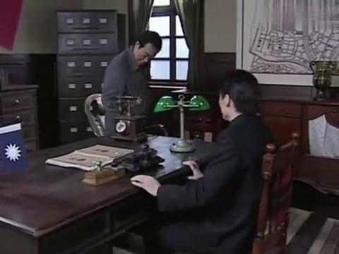 潜伏:李涯将自己的猜测报告给站长,可站长却不相信余则成有问题