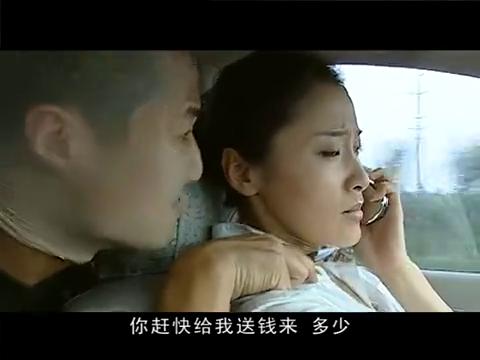 警中英雄女司机被绑架,硬闯红灯向警方报警自救,太聪明了