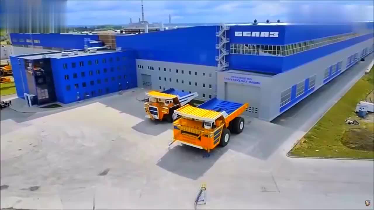 自卸车装一次就能运输500吨,一般的司机还真开不了