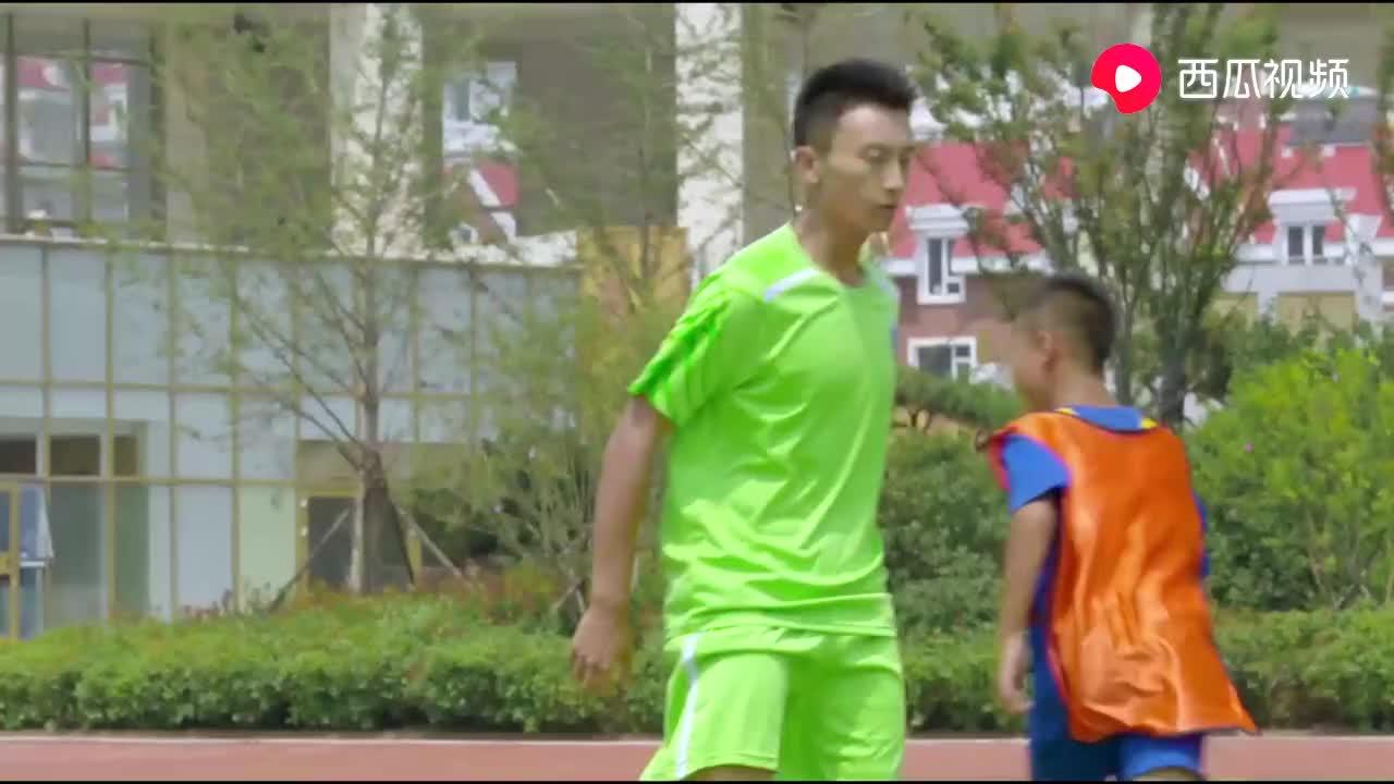 影视:一群高中生竟然踢不过小学生,中国足球队悲哀呀,真丢脸