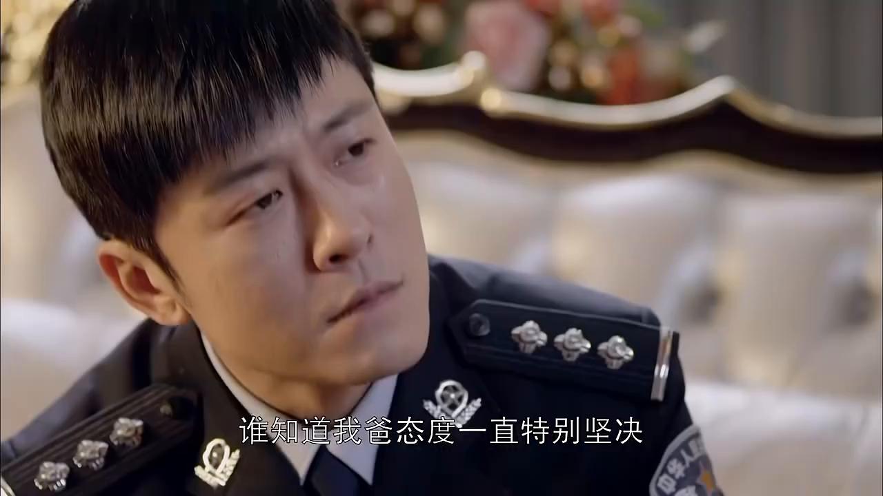 江城警事:徐佳敏背后偷窥杨警官,谁料杨警察一个回头,惨被识破