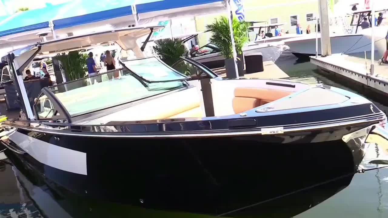 美国劳德代尔堡船展上,绕船拍摄2020款Aviara AV3