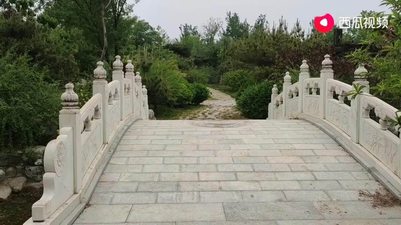 实拍中国规格最高的墓地,八宝山生态墓园,他们是这样埋葬的