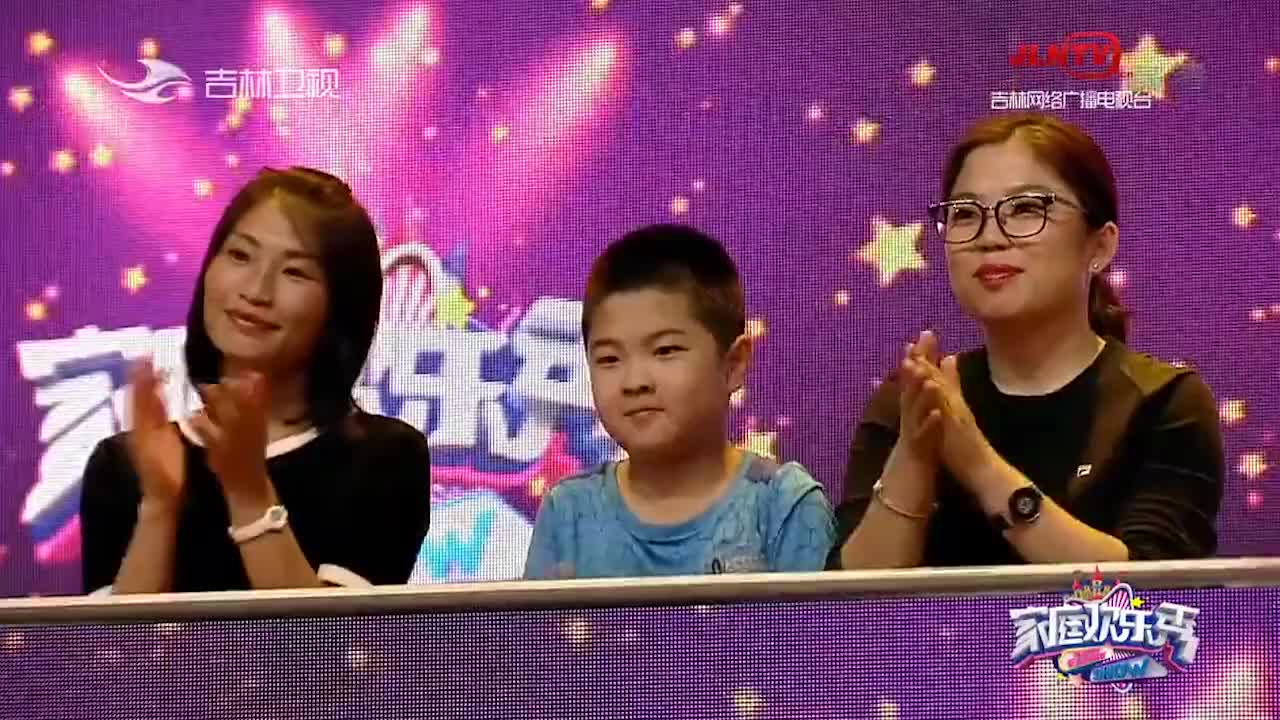 王炳慧回忆妈妈做保洁经历,感恩演唱《烛光里的妈妈》
