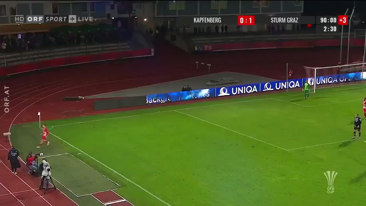 失误太业余!奥地利杯后卫俯冲头球给对手送礼
