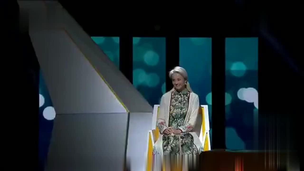 58岁白发女人一出场,全场大呼好漂亮!涂磊:还穿粉红色的鞋子!