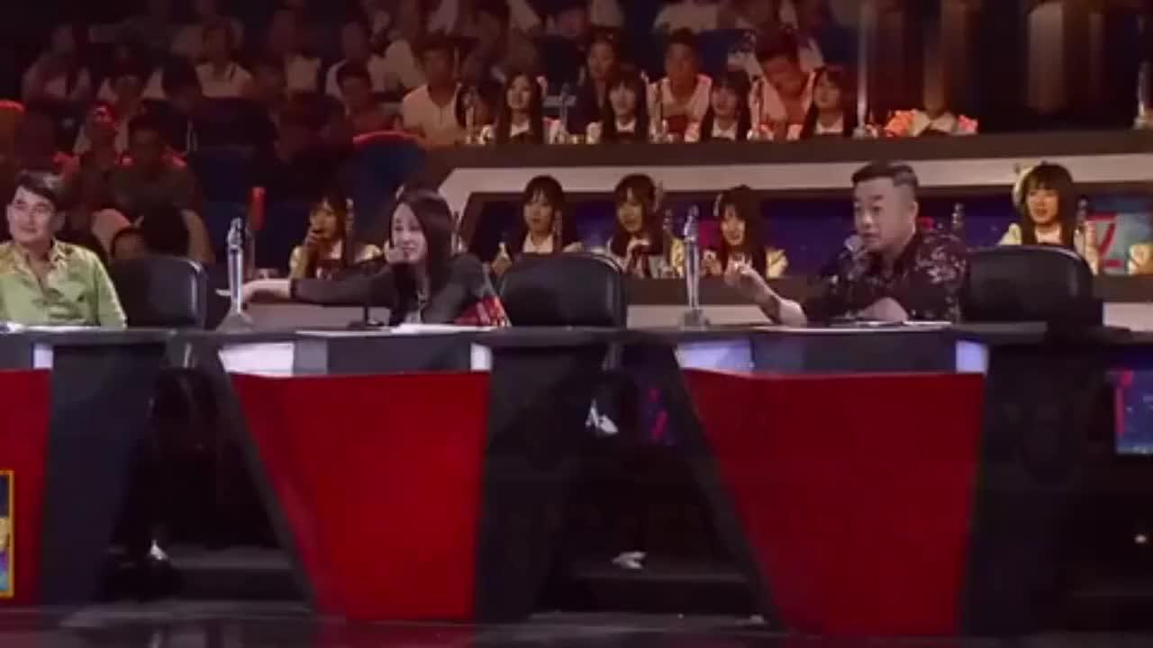 朱之文被小朋友点歌《自由飞翔》可是大衣哥不会唱,场面好尴尬啊