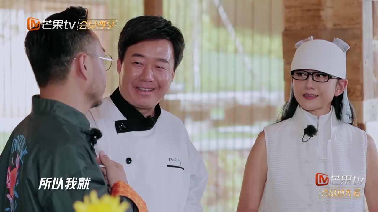 汪涵下厨做柴虫料理,焯水油炸每样过一遍,杨丽萍竟丝毫不怕!