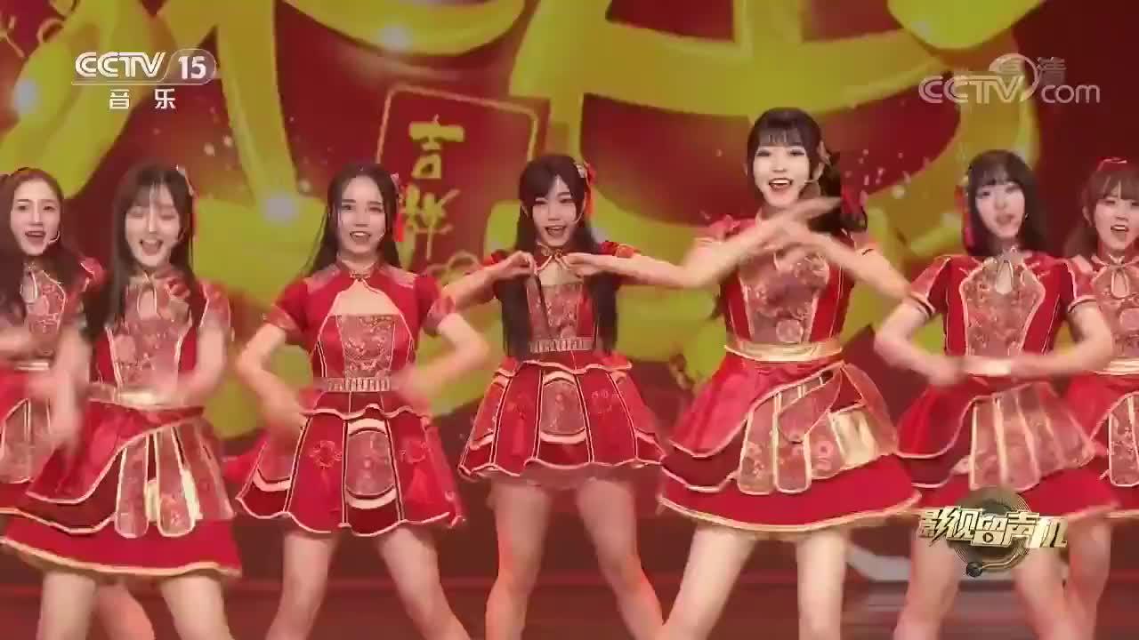 BEJ48演唱《恭喜发财》,一群红衣美女给你拜年,这太享受了