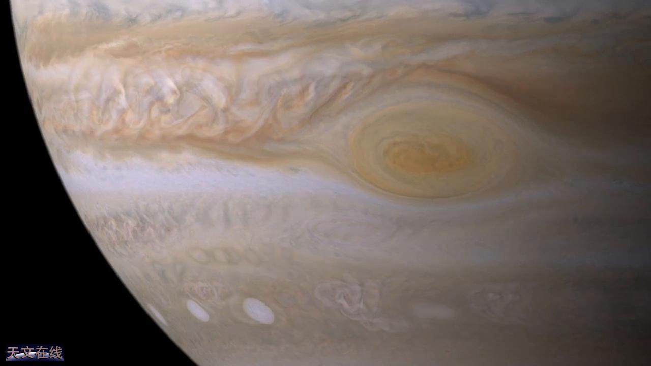 这是木星的表面,那是美丽的大红斑