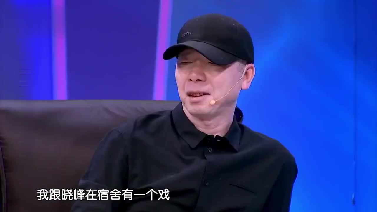 《芳华》剧组四小花旦吐槽冯小刚唱歌跑调,冯小刚一脸的尴尬!